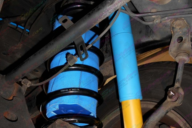 Airbag Man Coil Suspension Helper fitted in side heavy duty springs on a 100 Series Toyota Landcruiser