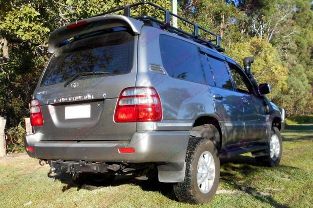 100 Series Toyota Landcruiser fitted with 2 inch coil helper airbag kit