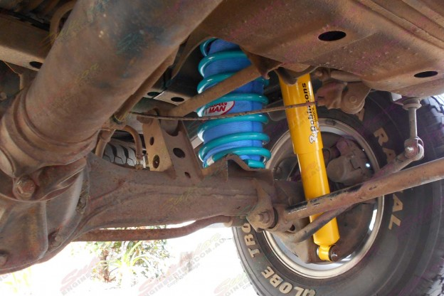 Airbag Man coil helper and Dobinsons 4x4 shock absorber to suit the 105 Series Toyota Landcuiser