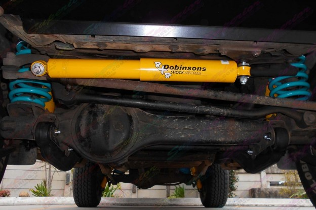Dobinsons 4x4 Steering Damper fitted to the 105 Series Landcruiser