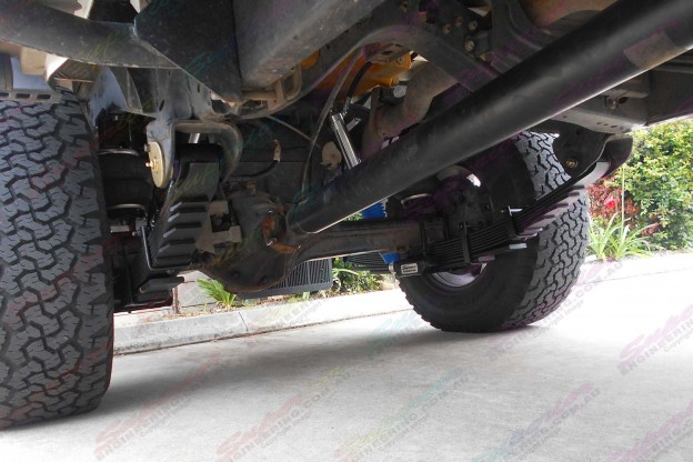 Underside view of a Toyota Landcruiser 79 Series with 2 AirBag Man Leaf Spring Helpers fitted to the leaf springs