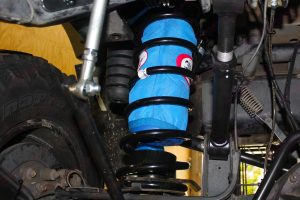 4x4 Airbags and kevlar protective cover fitted in some black Superior coil springs (Left side)